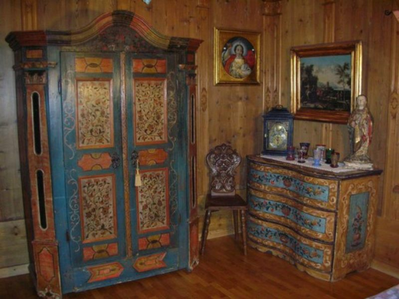 Ambientazioni tipiche mobili antichi tirolesi mobili - Mobili dipinti tirolesi ...