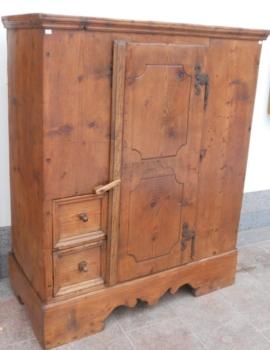 N_672-0 Armadietto dispensa in legno di abete del 1700 della Val Aurina.- 116x56x143